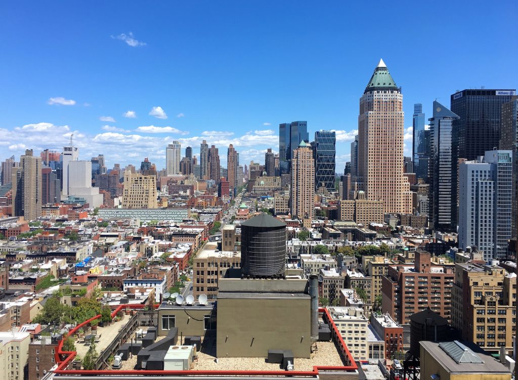 Our beautiful view of the Manhattan city skyline from Bob's rooftop, while recording MATE 010 in the sunshine. ☀️🏙️